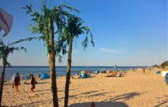 Więcej o: Lato 2019, pełne niespodzianek. W Dziwnówku bogaty program kulturalny jak co roku przyciąga wielu turystów.